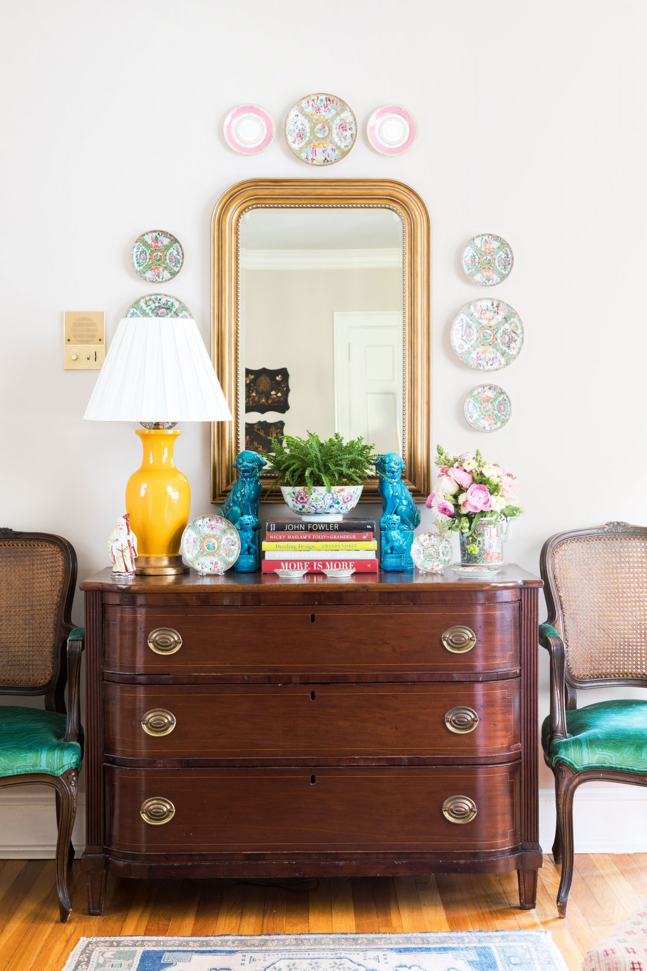 Buffett Dresser Display with Large Mirror and Plates