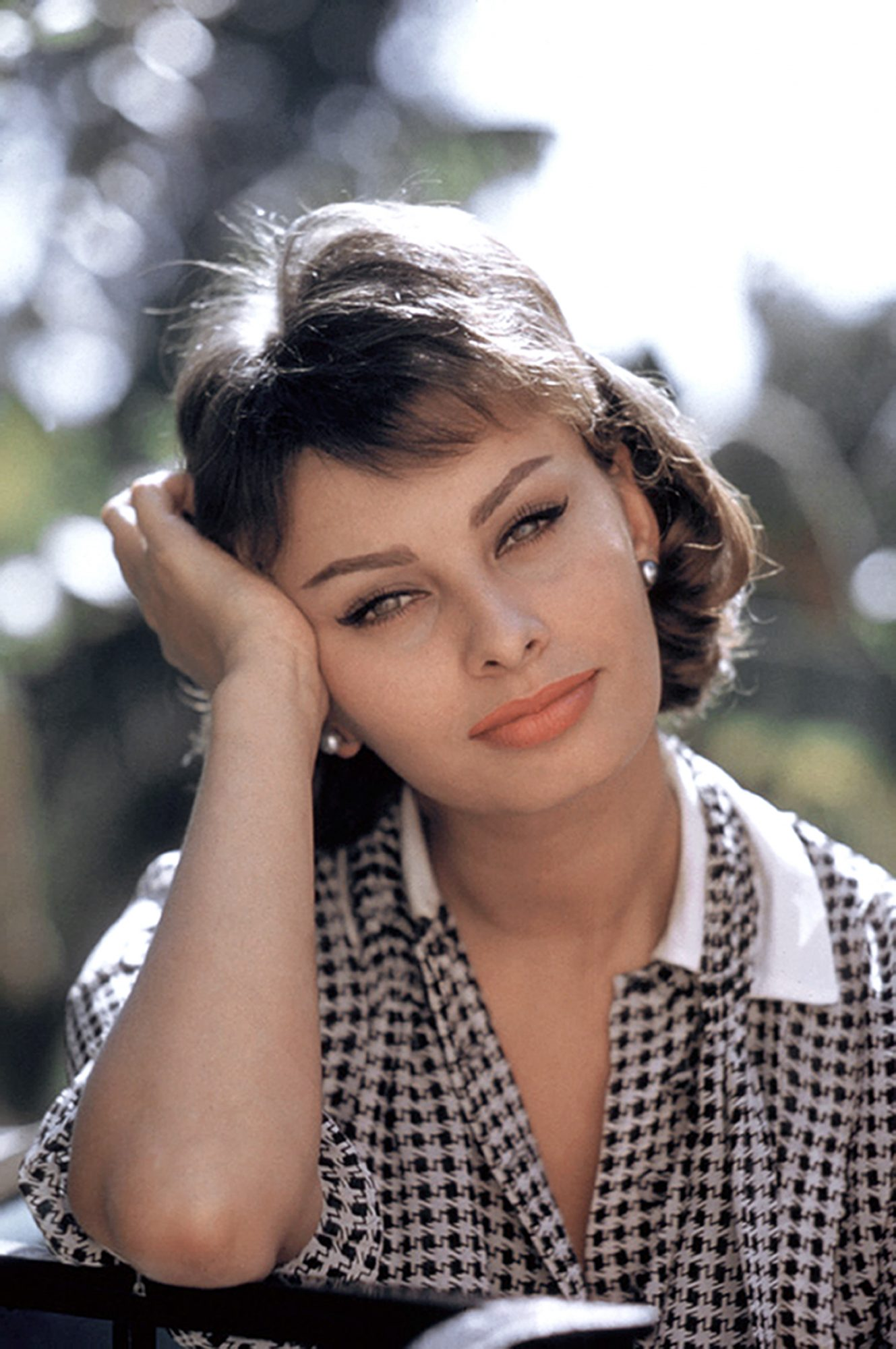 We Re Stealing Sophia Loren S Easy Grocery Store Hack For Bag Free Eyes Southern Living
