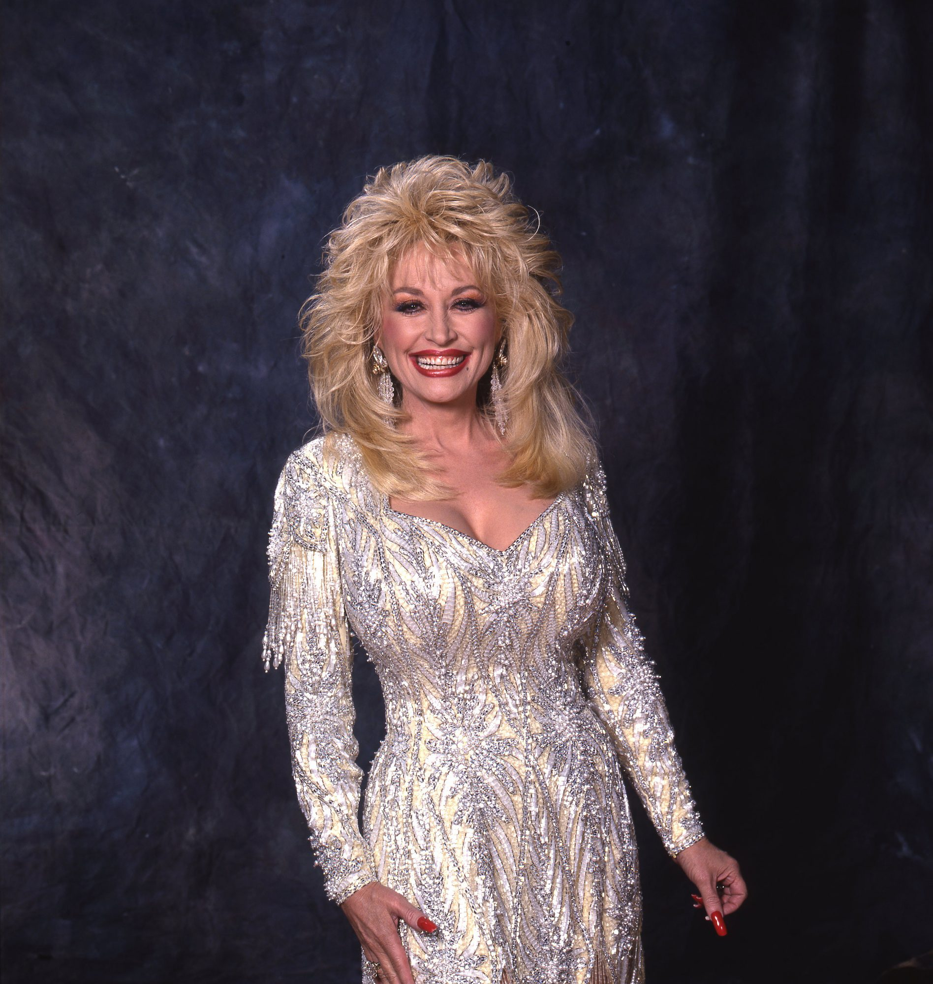 Dolly Parton Poses for the Camera