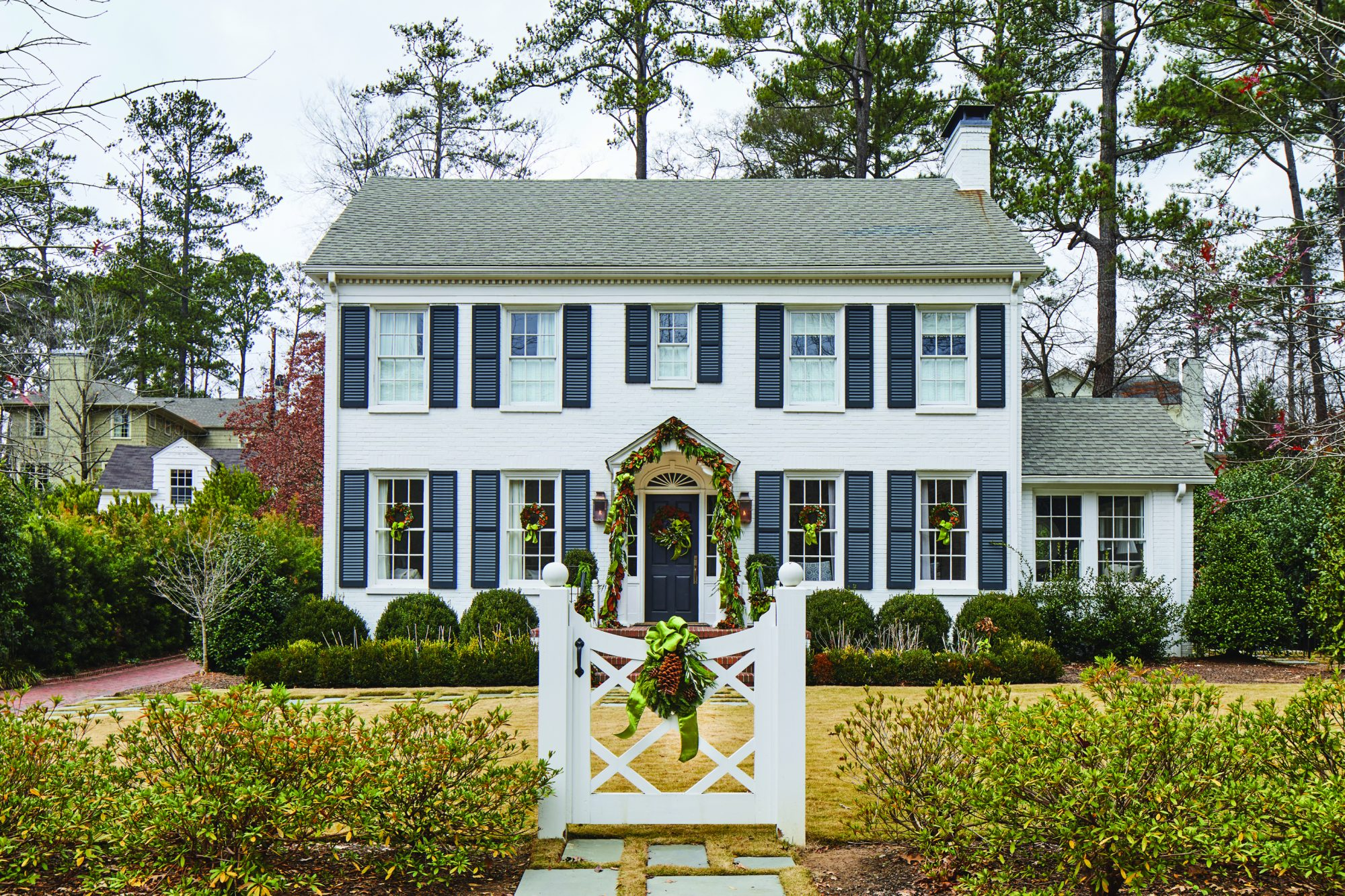 White Brick Colonial Christmas Decorations Exterior