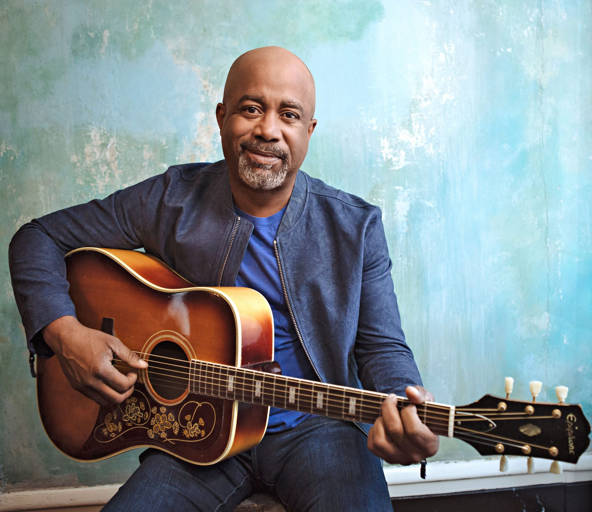 Darius Rucker playing guitar