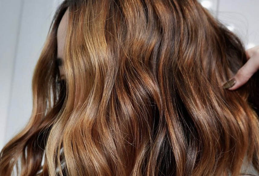 """This """"Bourbon Sweet Tea"""" Hair Color Is the Most Ridiculously Southern Trend Ever—But It's Actually Stunning"""