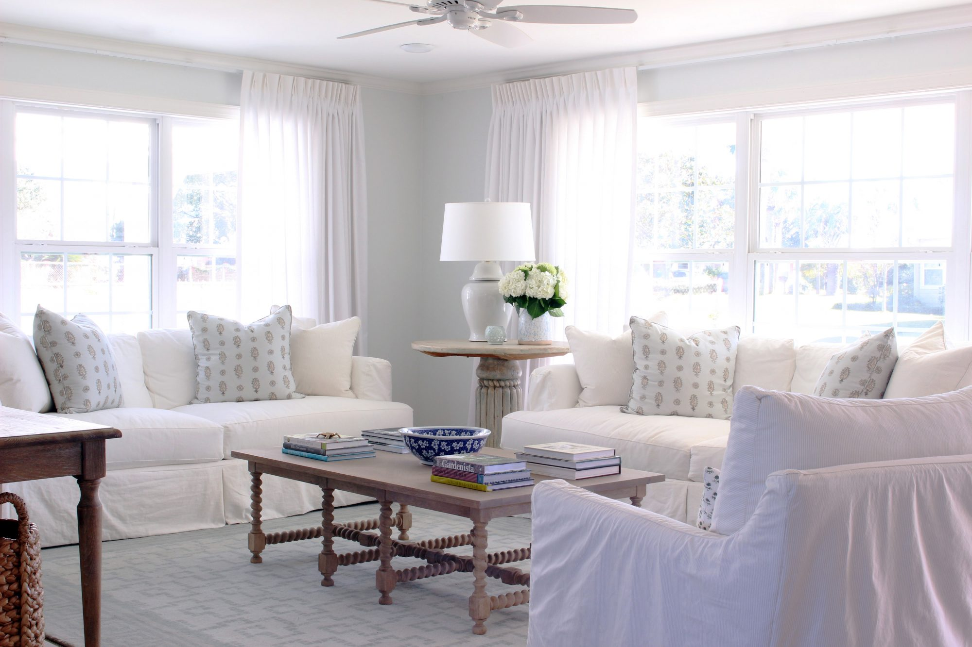 Spare White Paint Color Living Room