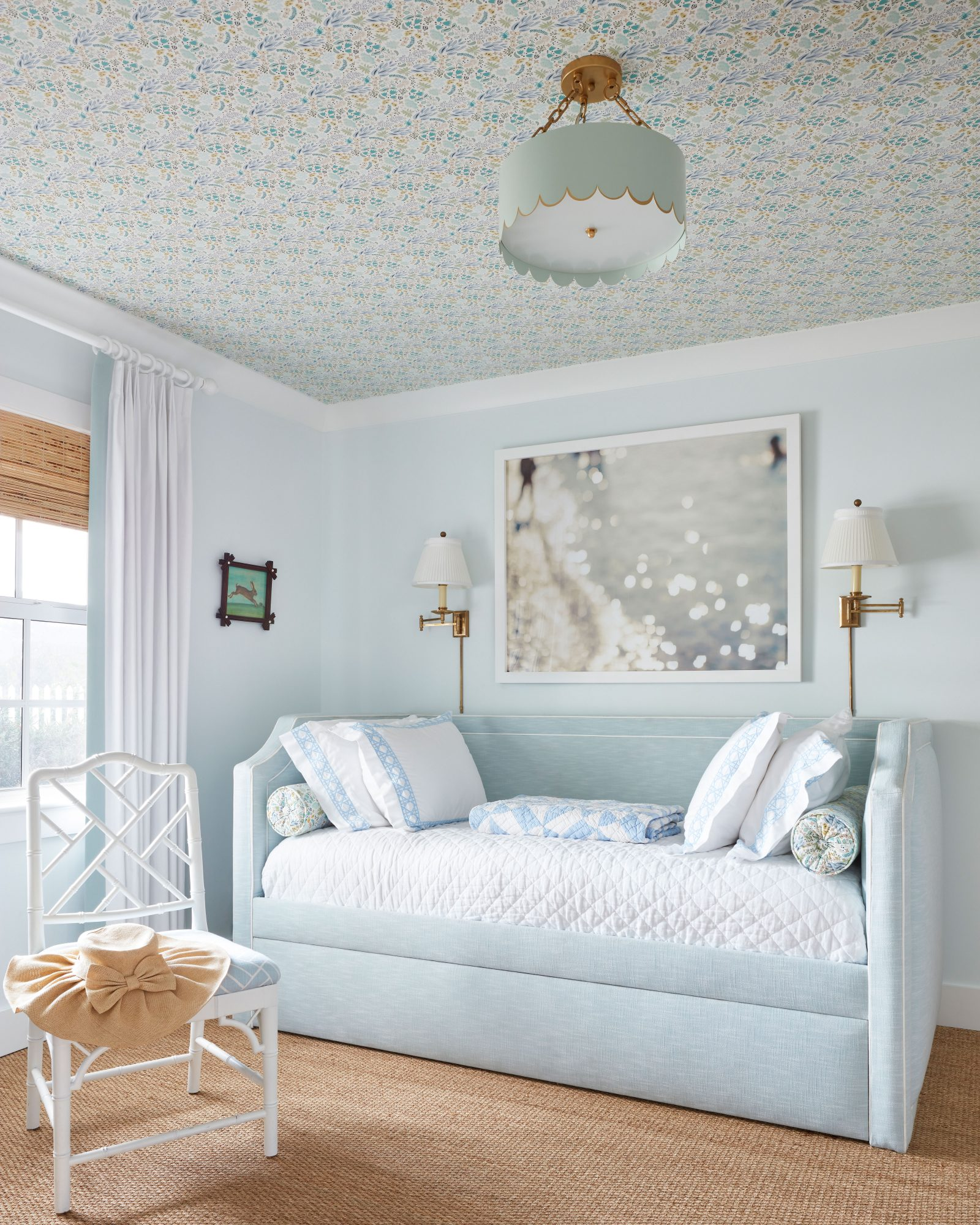 Kid Bedroom with Trundle Bed
