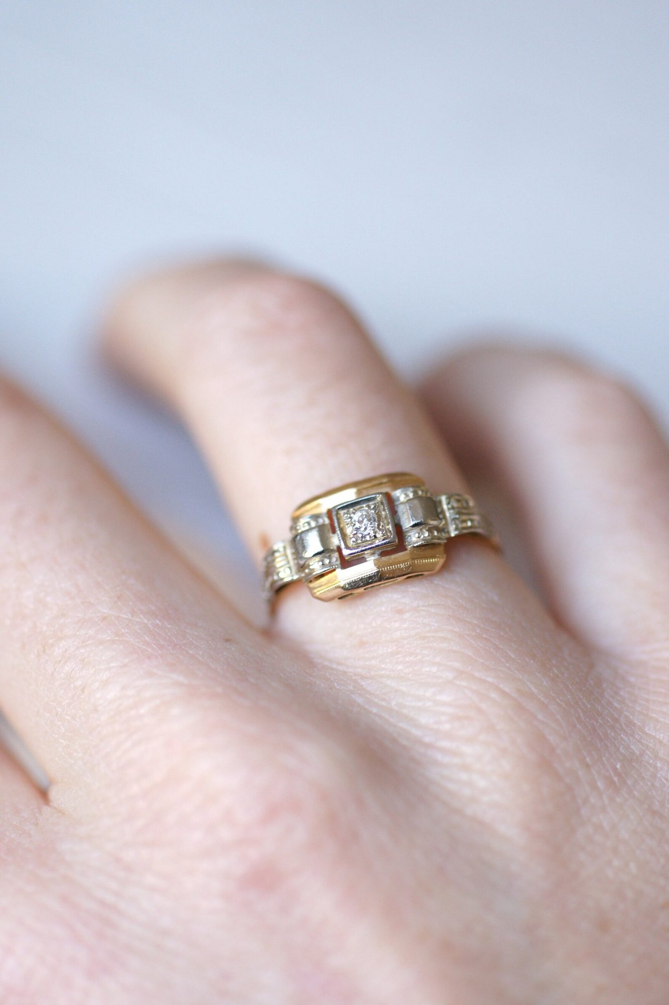 1930s White and Yellow Gold Vintage Ring