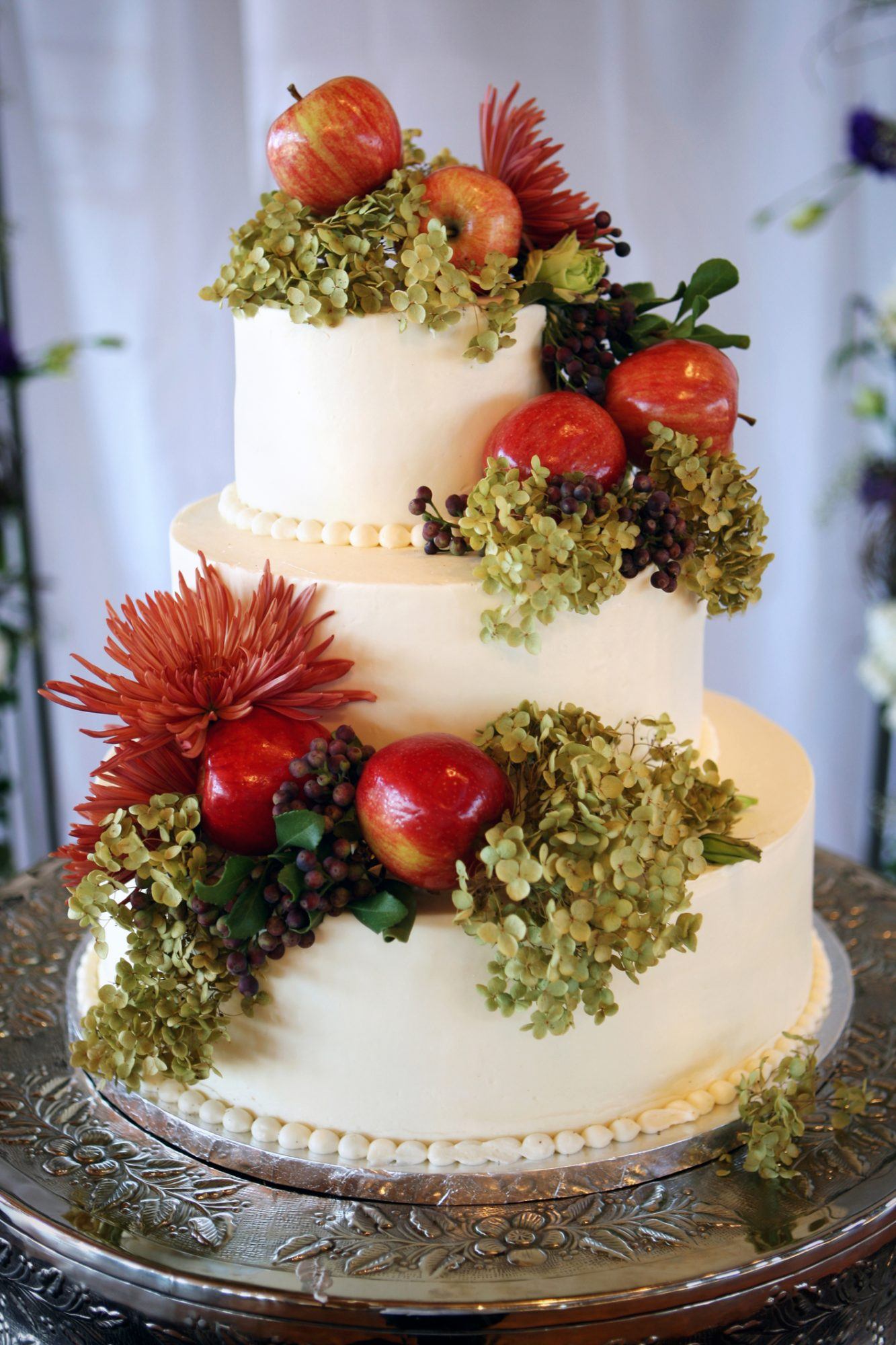 fall wedding cake with apples