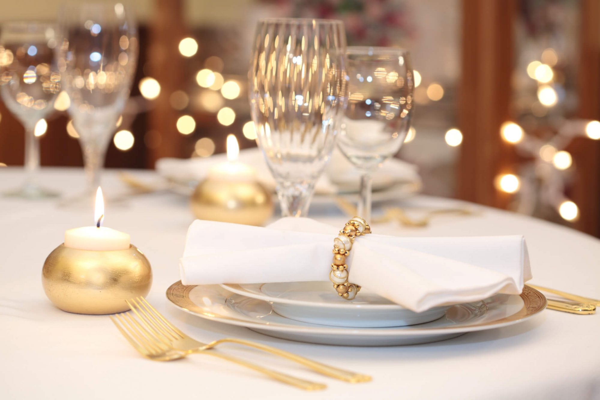 gold tablesetting