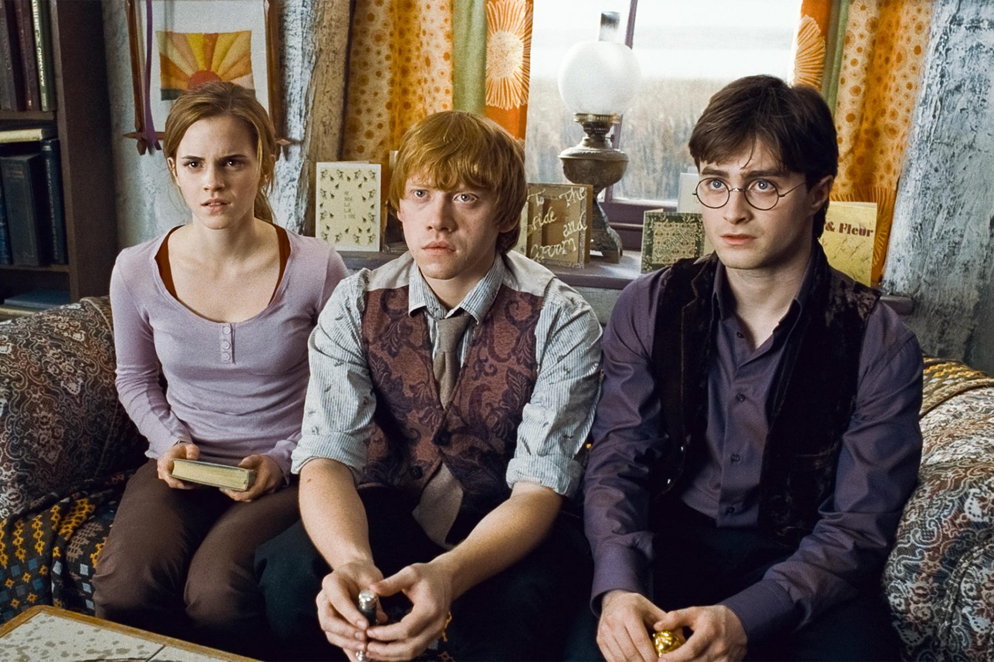 Harry Potter and the Deathly Hallows: Part I (2010) (L-r) EMMA WATSON as Hermione Granger, RUPERT GRINT as Ron Weasley and DANIEL RADCLIFFE as Harry Potter Courtesy Warner Bros.
