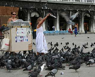 World's Strangest Laws: No Feeding Pigeons Italy