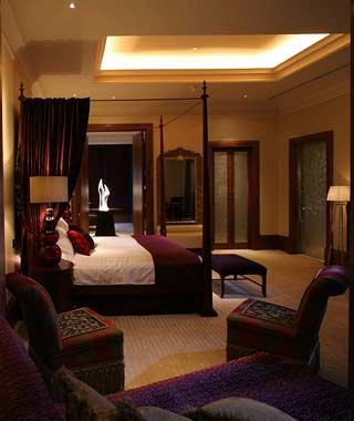 Most Over-the-Top Honeymoon Suites: The Infinity Suite at the Langham Hote