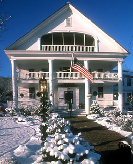 10 Must-Avoid Spots for Singles on Valentine's Day: New England B&Bs.