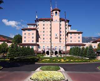 Best Resorts for Family Reunions: The Broadmoor
