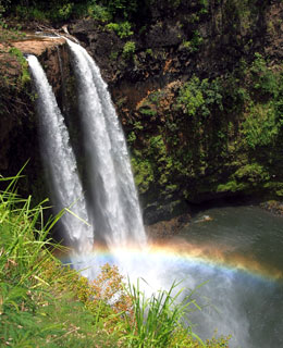 10 Must-Avoid Spots for Singles on Valentine's Day: Waterfalls on Tropical Islands