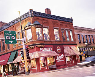 Easy Fall Weekend Getaways: Stillwater
