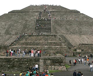 """Do-It-Yourself """"Amazing Race"""" Adventures: Racing Up Mexico's Pyramids"""