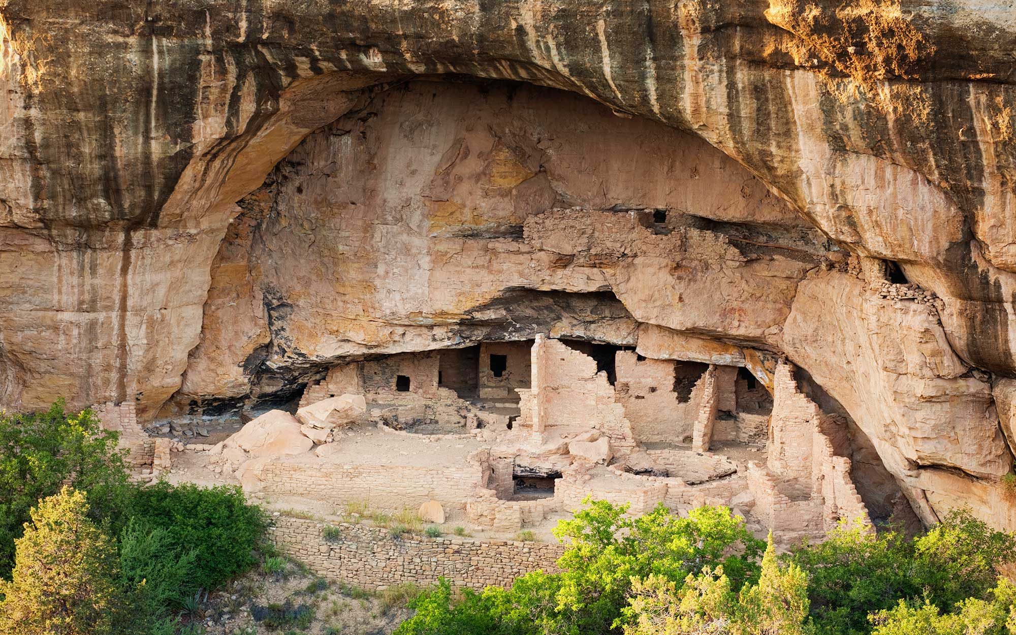 The World's Coolest Caves: Spruce Tree House