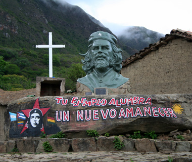 world's most controversial monuments: Che Guevara Statue, Bolivia