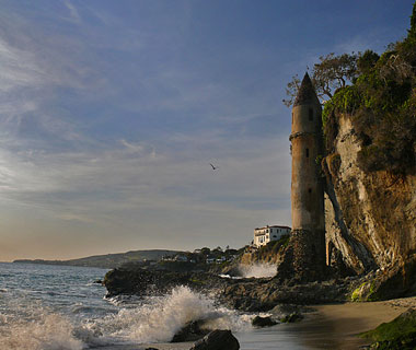beautiful beaches: Victoria Beach Tower, Laguna Beach, CA