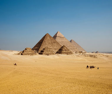 world's most popular landmarks: Pyramids of Giza, Egypt