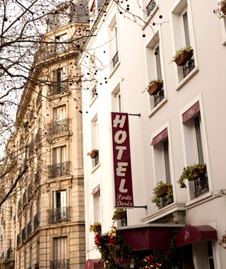 affordable Paris hotels: Hotel de la Porte Doree