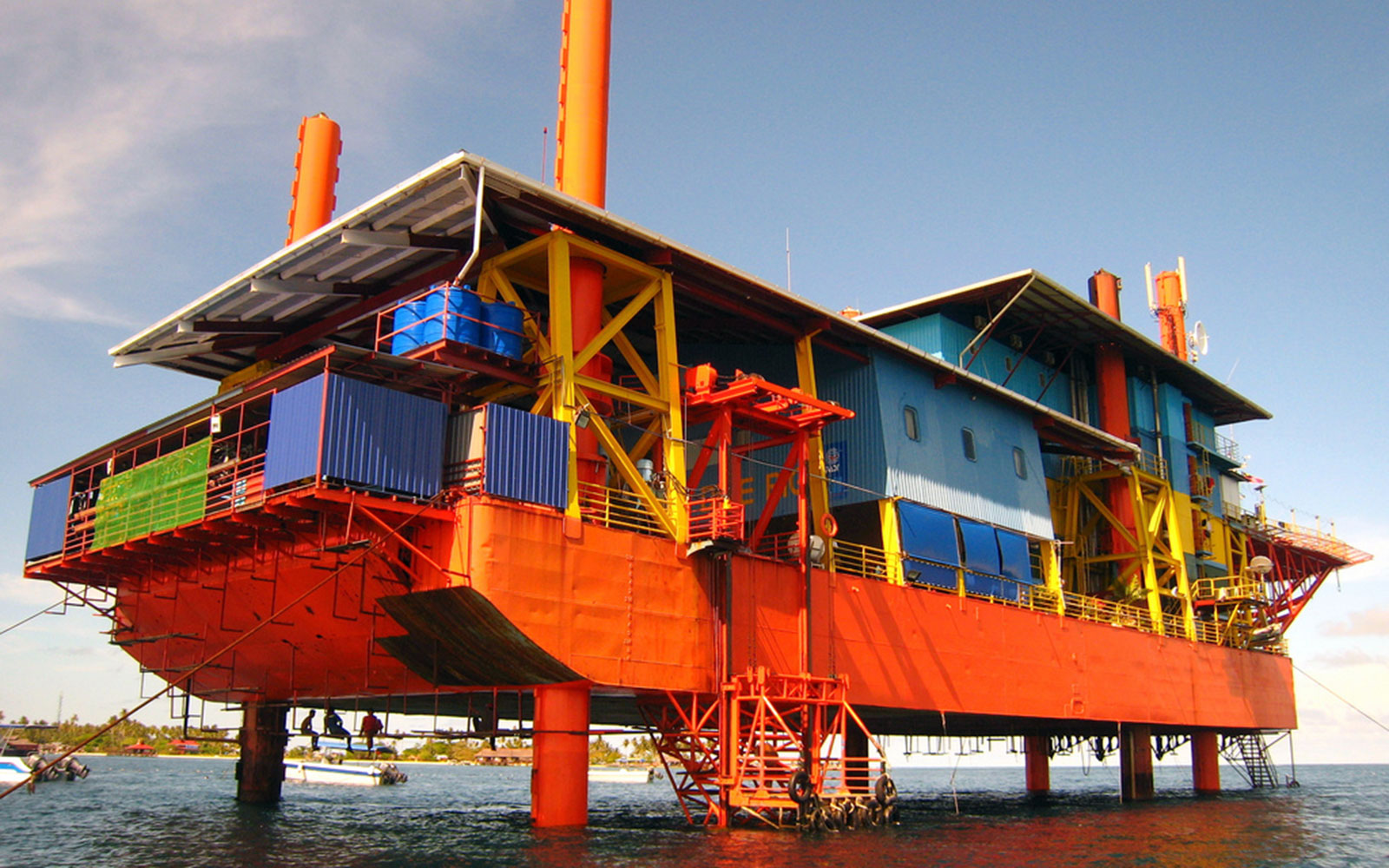 world's most unusual hotels: Seaventures Rig Resort