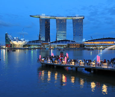 new landmarks around the world: Sands SkyPark at Marina Bay