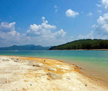 201205-w-underwater-attractions-lake-jocassee