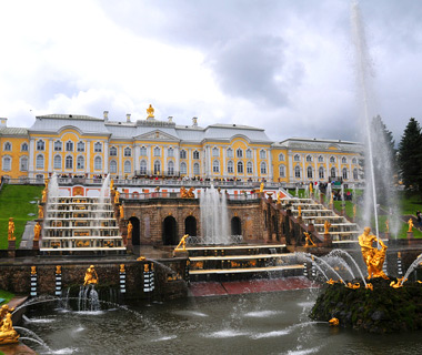 world's most amazing fountains: The Grand Cascade at Peterhof, St. Petersburg, Russia