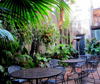 America's Best Outdoor Bars: Feelings Café
