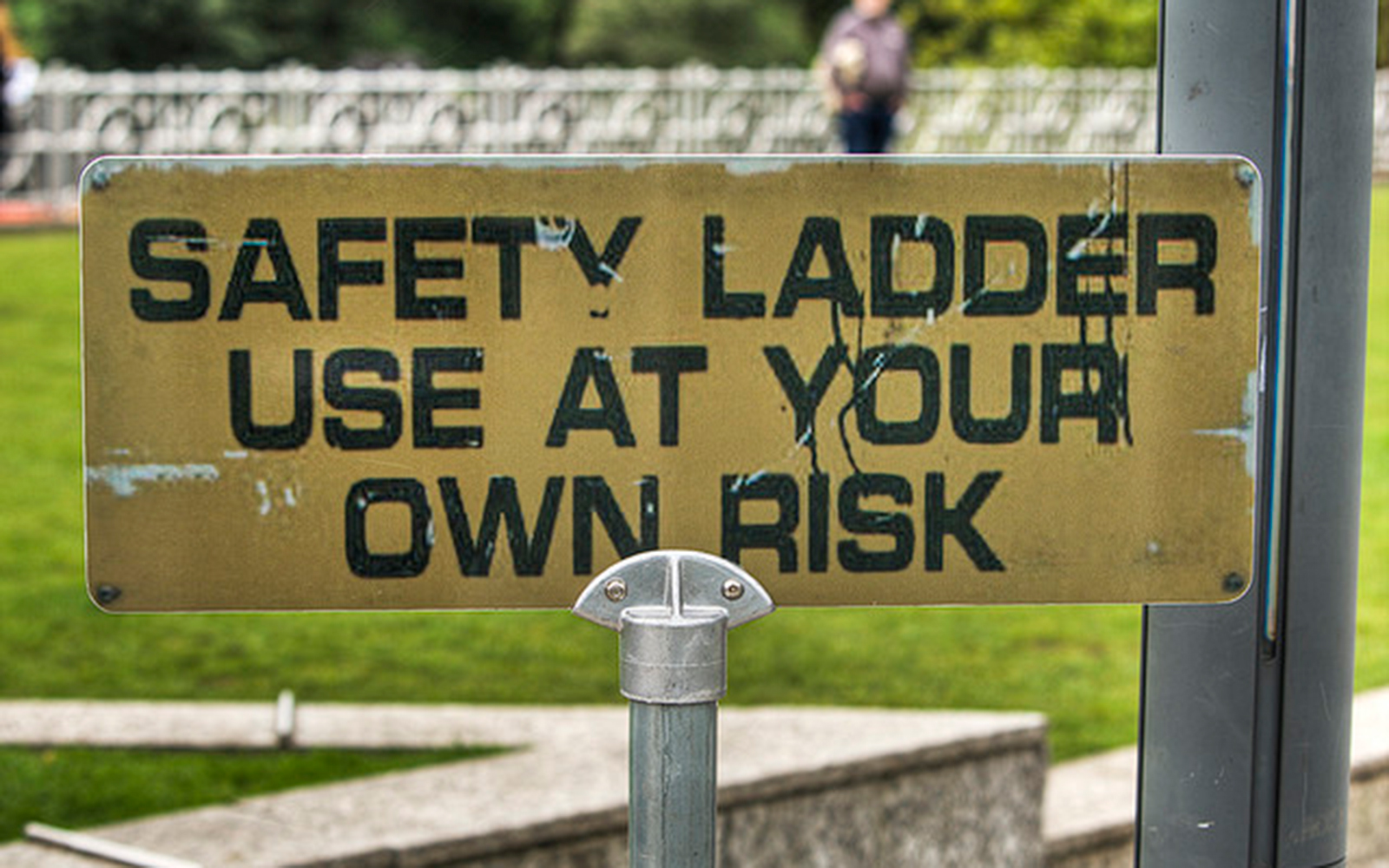 Funny Signs from Around the World: safety ladder