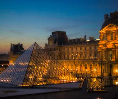 Super-Short Travel Stories: Louvre at night