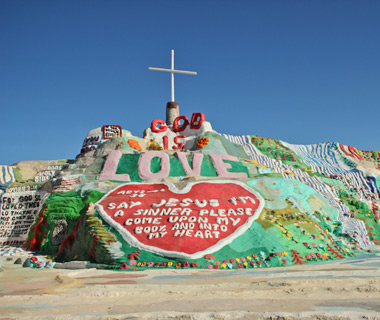 World's Strangest Towns: Slab City, CA