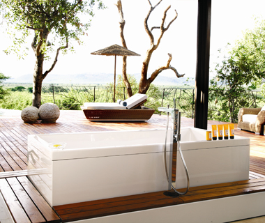 Coolest Hotel Bathtubs: Molori Safari Lodge