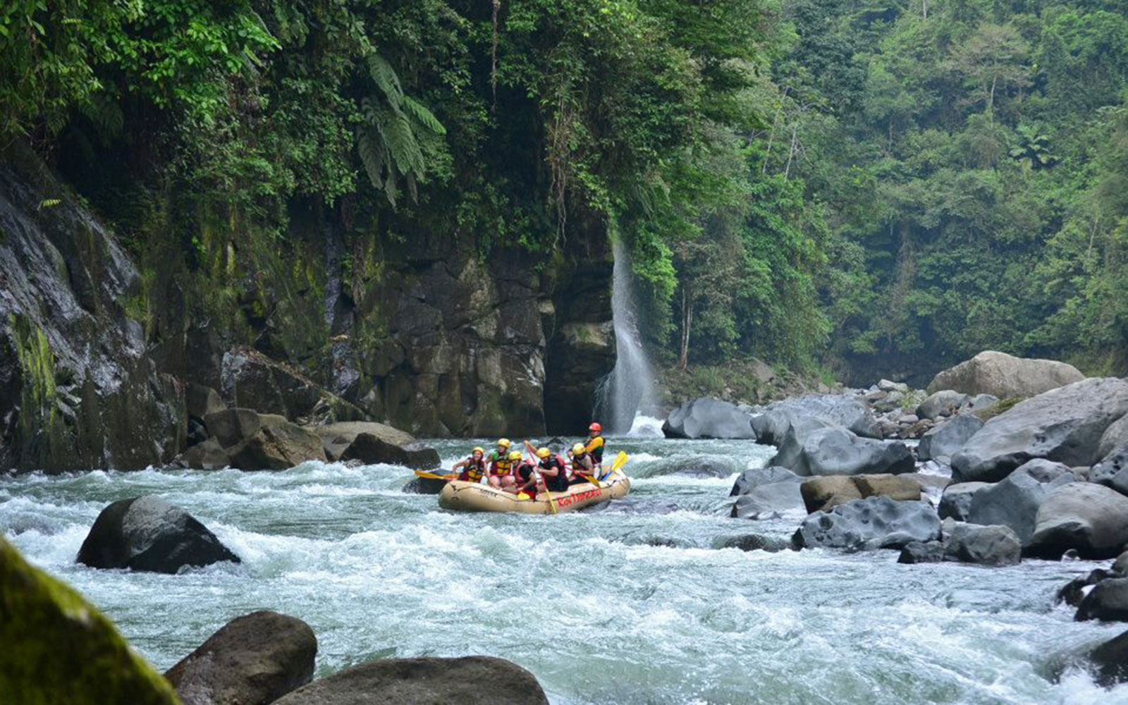 Best Places to Travel After a Divorce: Pacuare Gorge