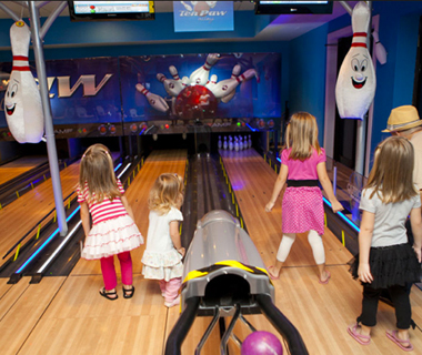 America's Coolest Bowling Alleys: Ten Paw Alley at the Great Wolf Lodge