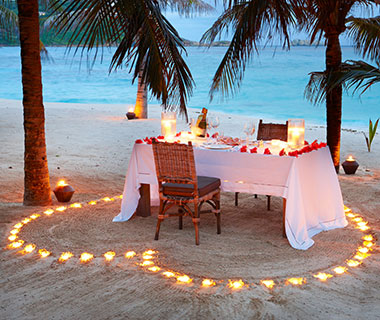 Worst Romantic Hotel Fails: Private Dinners on the Beach