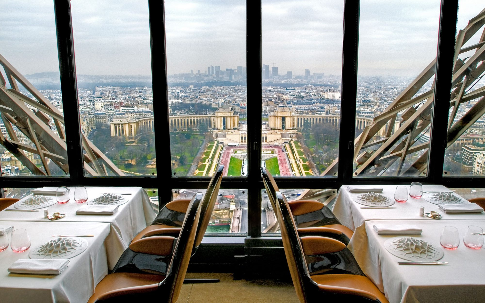 World's Most Amazing Restaurants with a View: Le Jules Verne