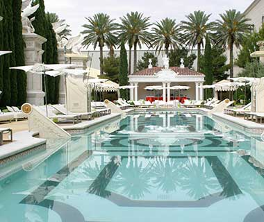 What to Do in Las Vegas: Garden of the Gods Pool Oasis at Caesars Palace