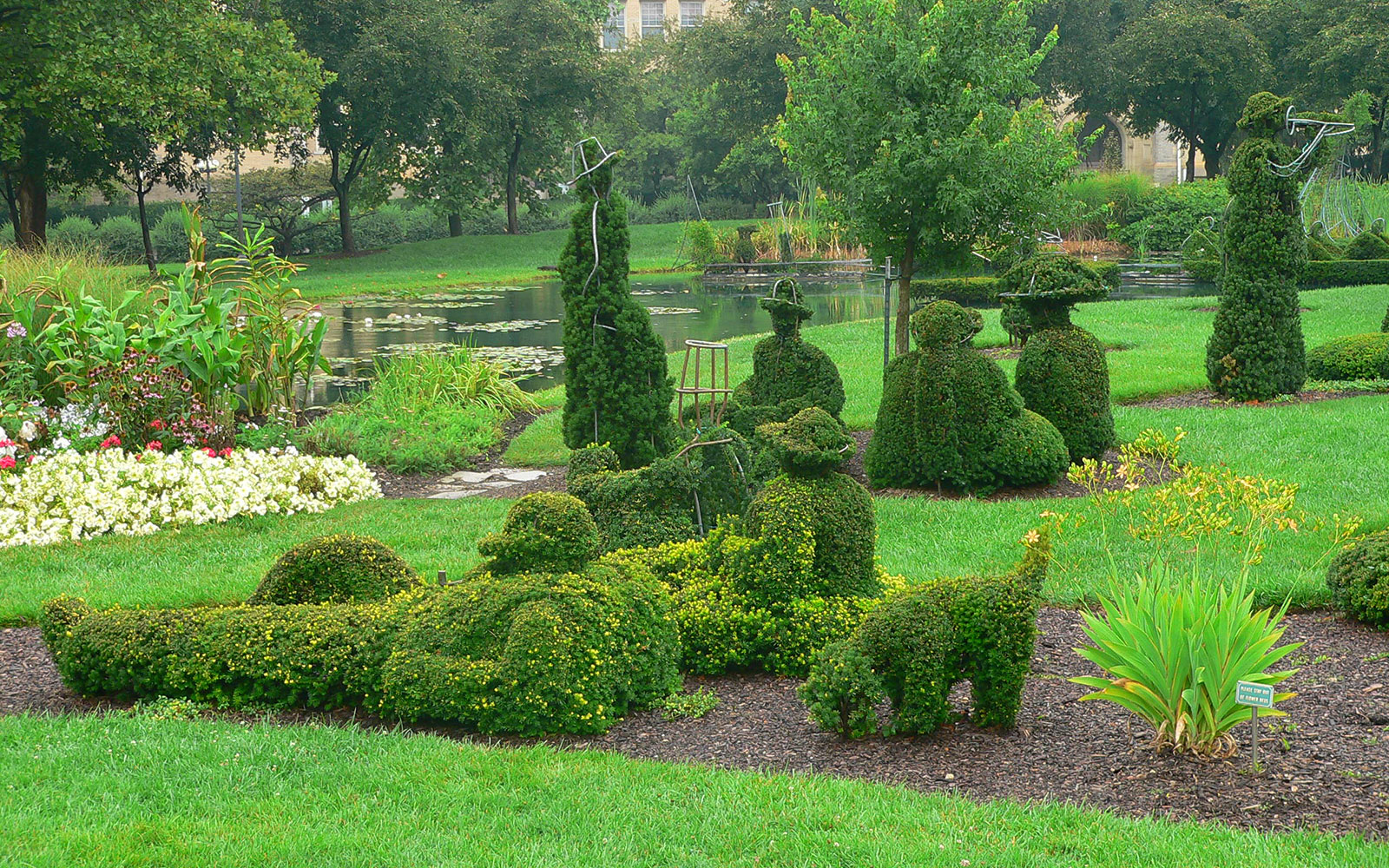 America's Most Beautiful Gardens: The Topiary Park