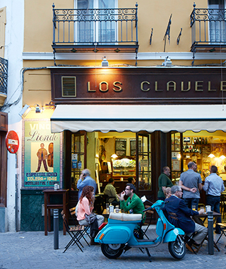 Sleepless in Seville: Los Claveles