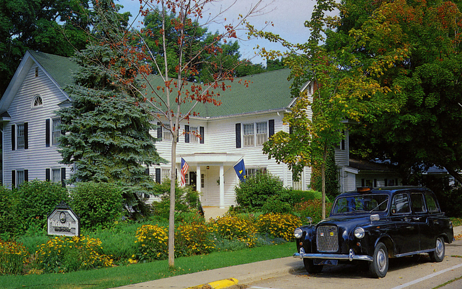 America's Best Hotels for Fall Colors: Wickwood Inn, Saugatuck, MI
