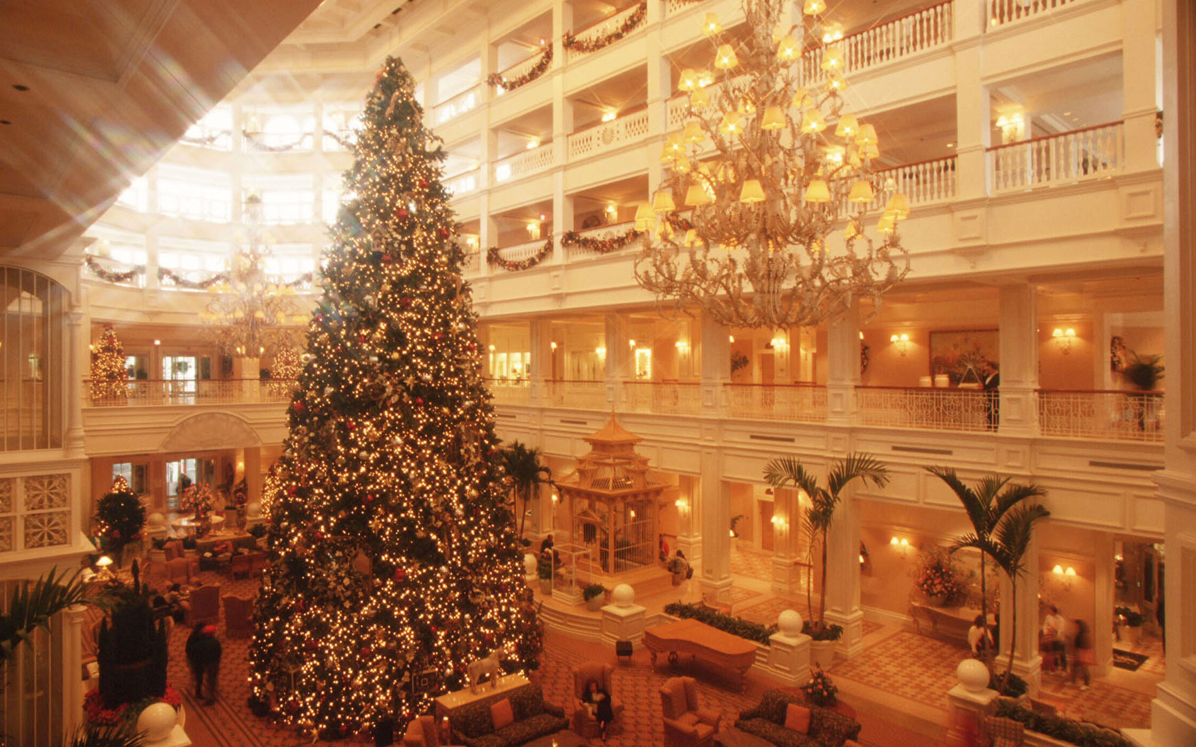 Disney Christmas Travel Tips: Tour Disney Hotel Lobbies