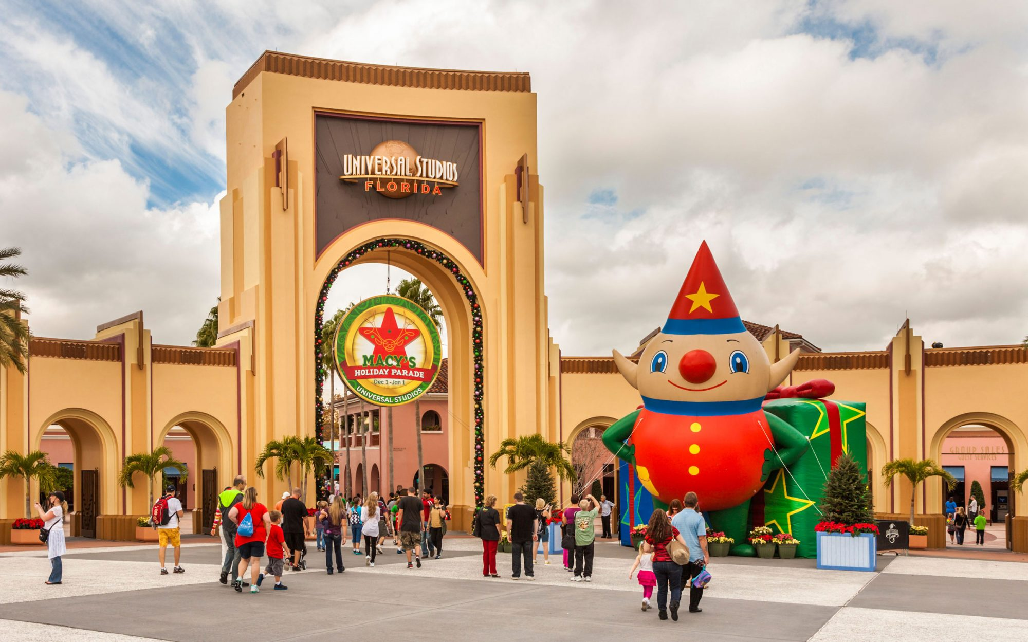 Disney Christmas Travel Tips: See the Macy's Holiday Parade in Person at Universal