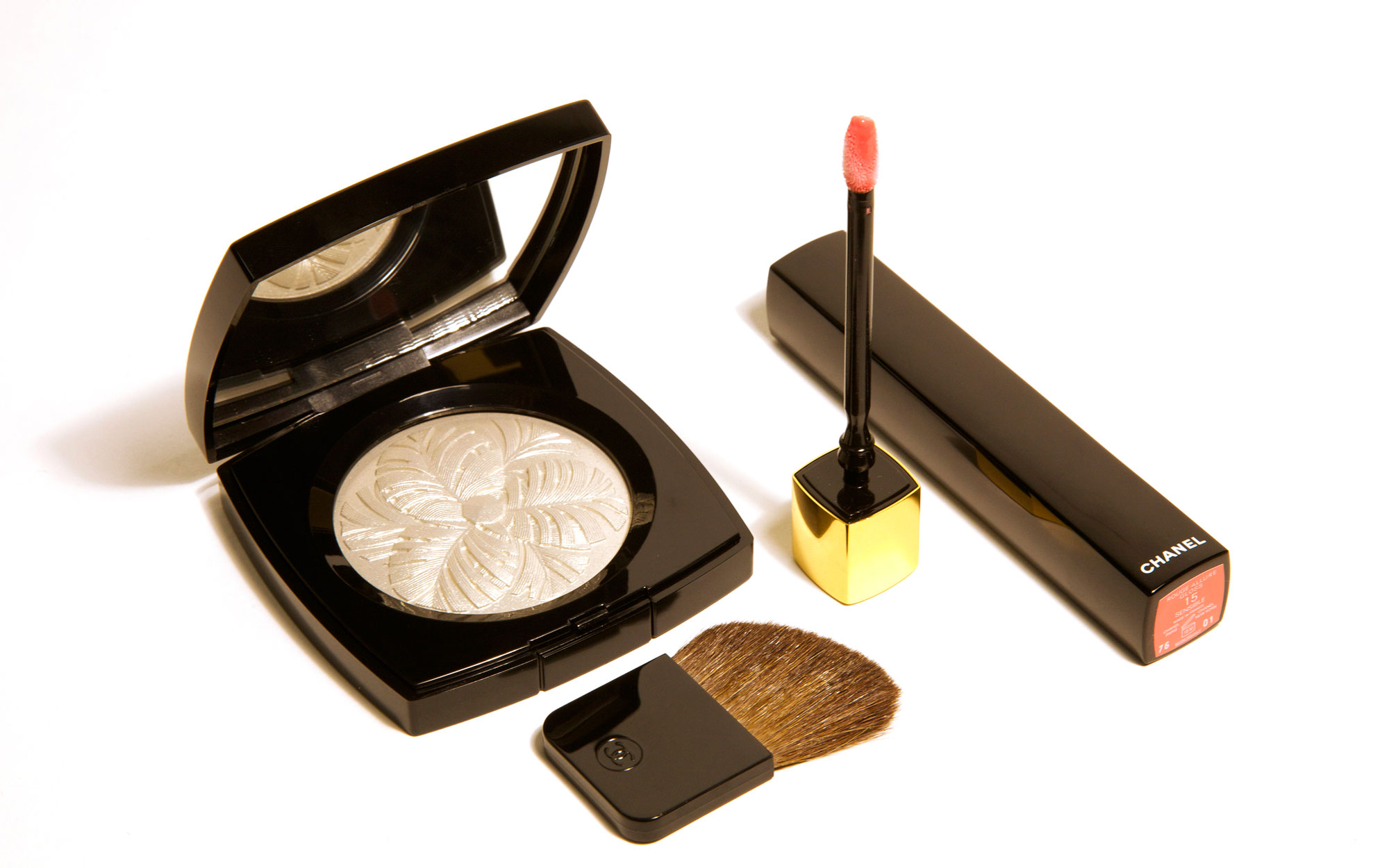 Best Beauty Gifts for Travelers: Chanel Camélia de Plumes Highlighting Powder and Chanel Rouge Allure Gloss Colour & Shine Lipgloss in One Click