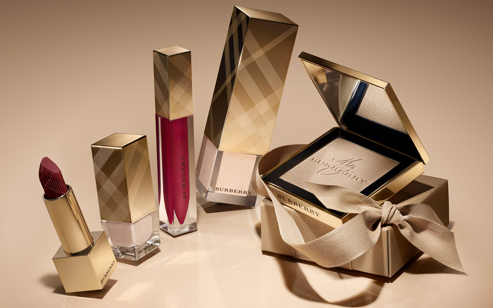 Best Beauty Gifts for Travelers: Burberry Winter Glow Collection
