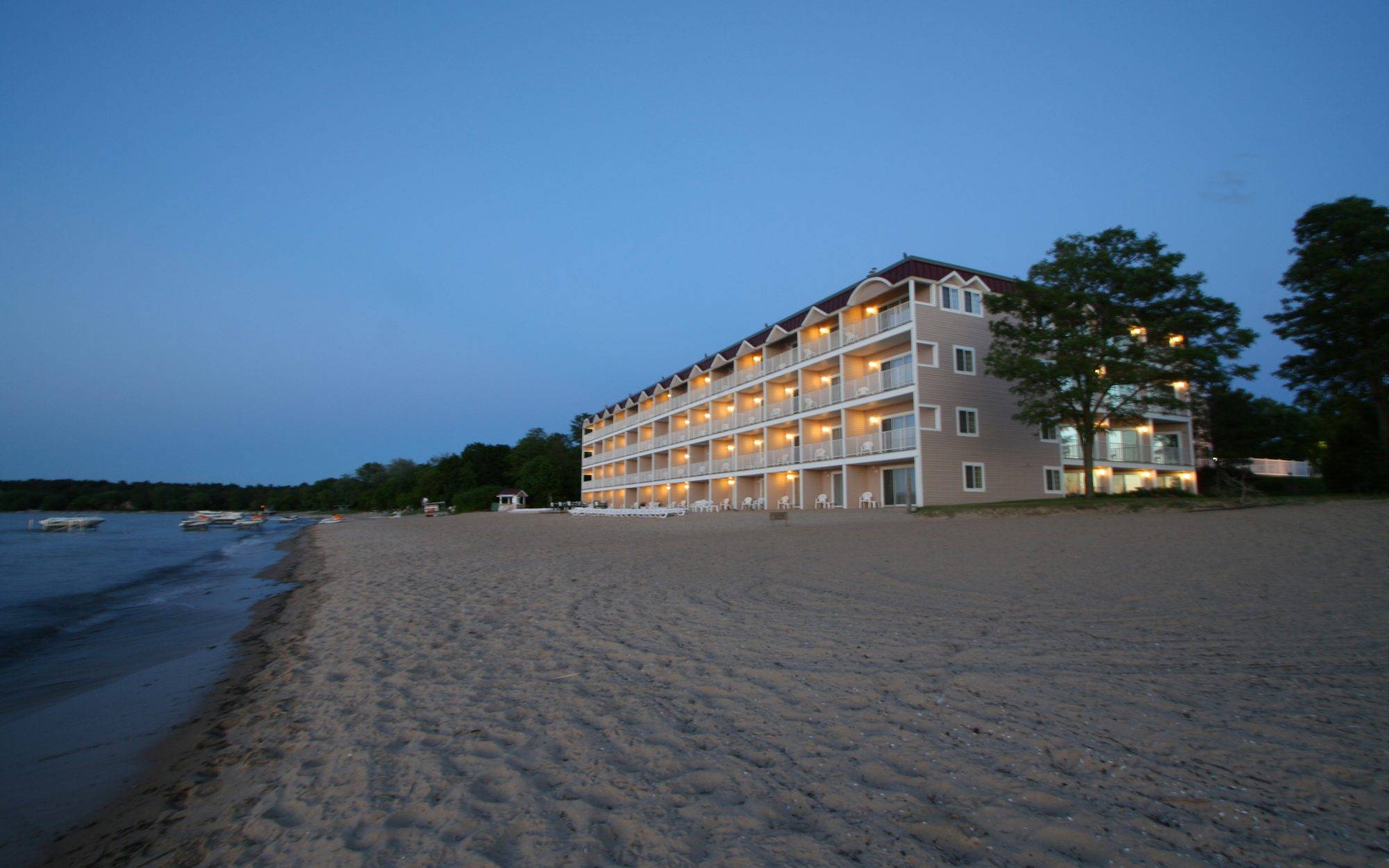 Cool Off-Season Beach Resorts: Bayshore Resort, Traverse City, MI