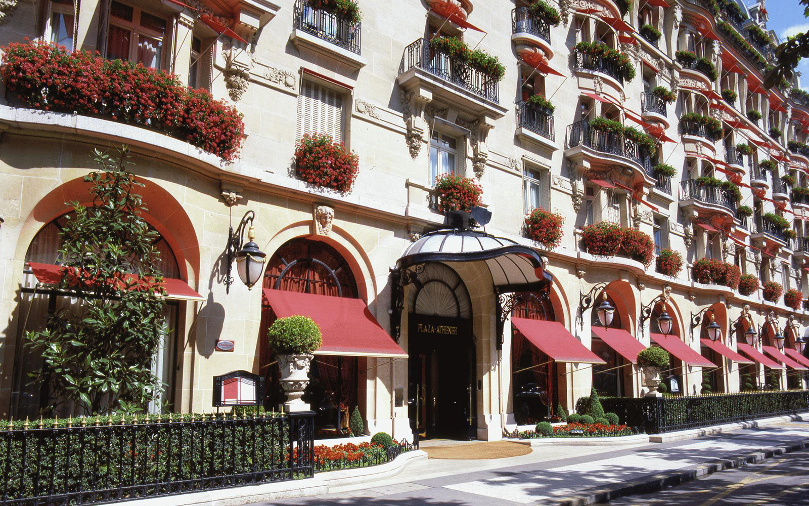It List: The Best New Hotels 2015: Comeback Queen: Hôtel Plaza Athénée, Paris