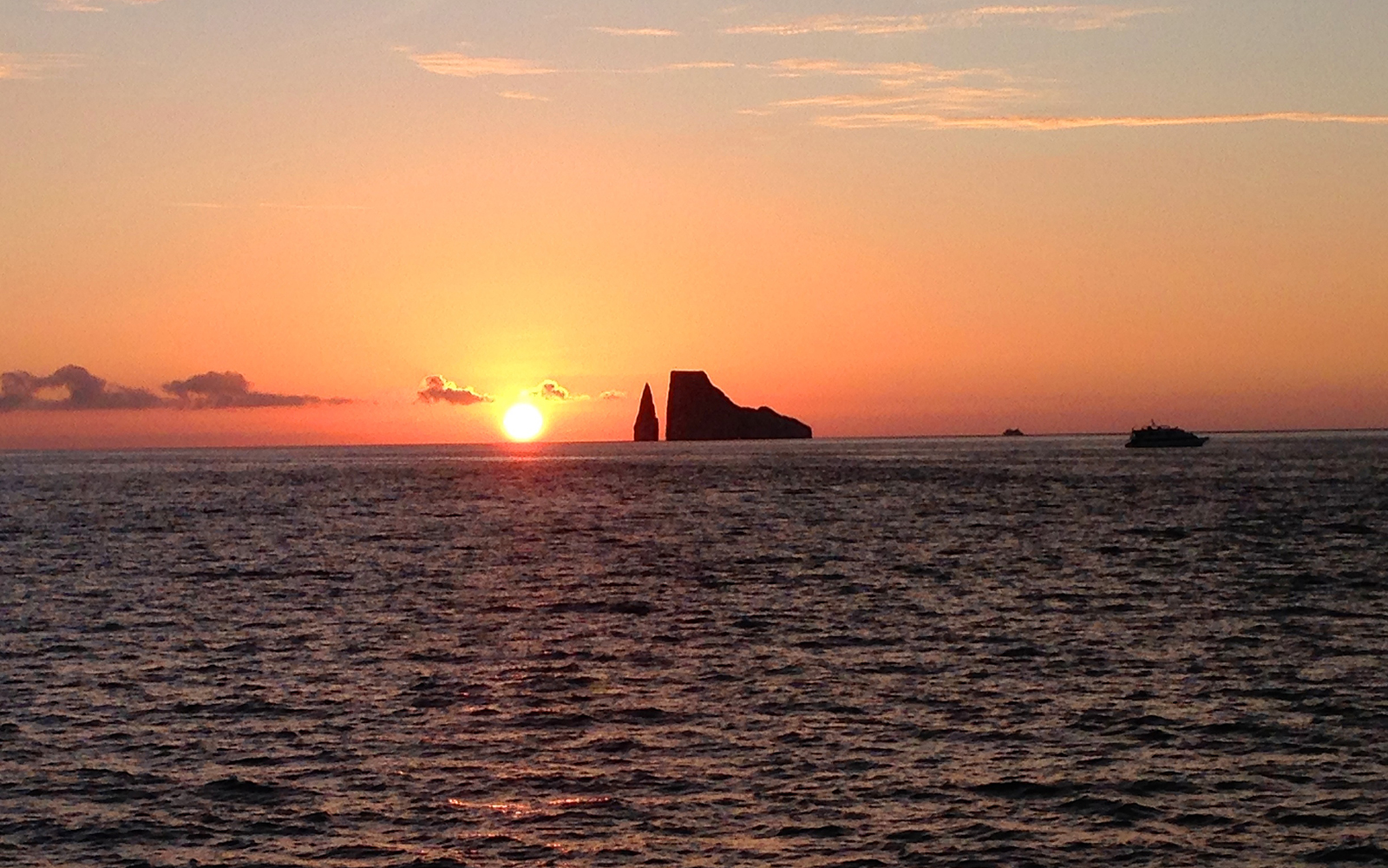 Nature's Most Spectacular Light Shows: Green Flash in Ecuador's Galapagos Islands