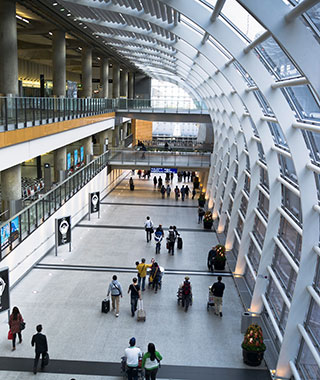 Best Airports for a Long Layover: Hong Kong International Airport