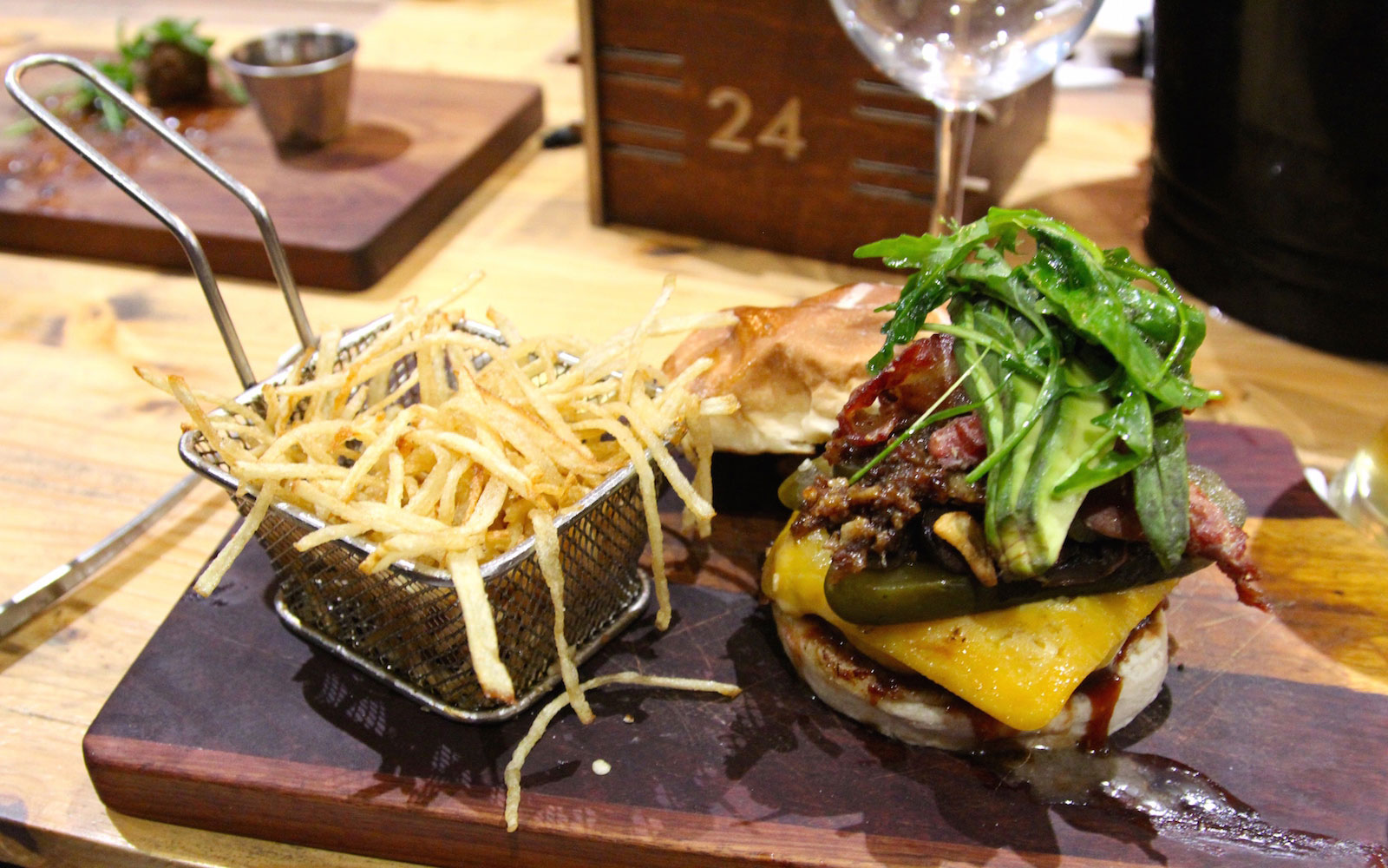 DURBAN0615-Republik-burger.jpg